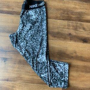 Nike pro yoga crop leggings gray black sz L
